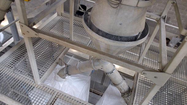 de zeefmachine in werking